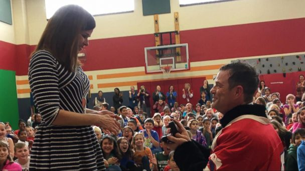 VIDEO: Surprise Marriage Proposal for Principal of Elementary School