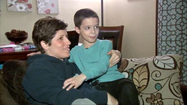 VIDEO: Little boy teams up with 911 dispatcher to save his mother's life