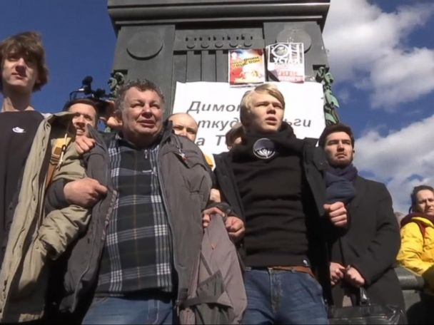 WATCH:  Thousands march in anti-corruption protests across Russia