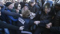 VIDEO: World News 03/26/17: Thousands March in Anti-Corruption Protests Across Russia