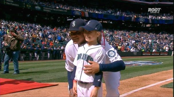 VIDEO: Little girl given the honor of 1st run around the bases at Seattle Mariners game