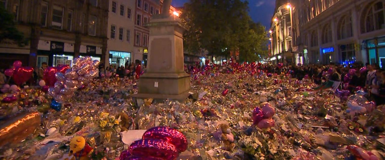 VIDEO: Emotional vigil held in Manchester square 1 week after attack