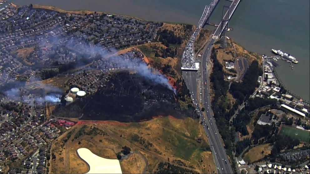 VIDEO: Massive grass fire shuts down highway in northern California