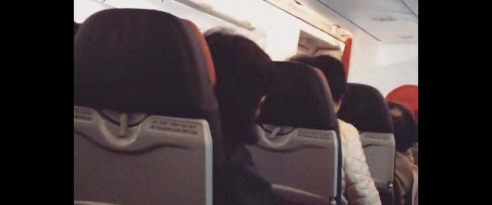 VIDEO: Pilot tells passengers to 'say a prayer' during flight emergency