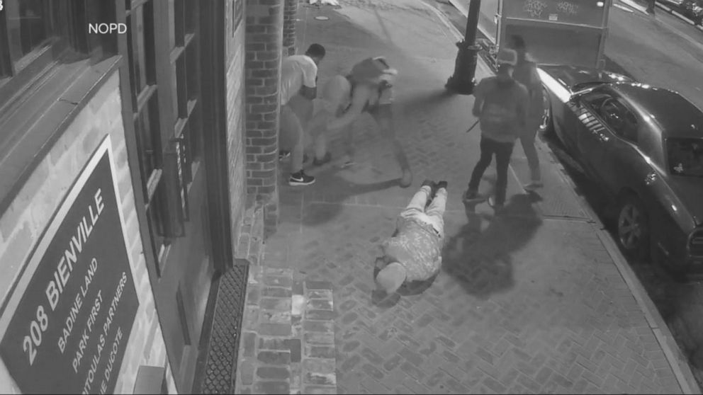 VIDEO: 2 tourists beaten by robbers in New Orleans' French Quarter
