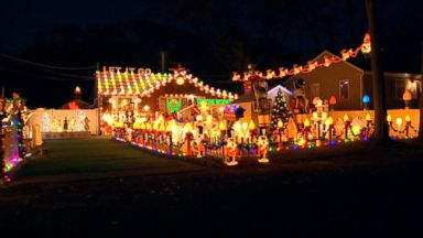 'VIDEO: World News 12/04/17: Families With the Best Christmas Light Displays' from the web at 'http://a.abcnews.com/images/WNT/171204_wn_full_16x9_384.jpg'