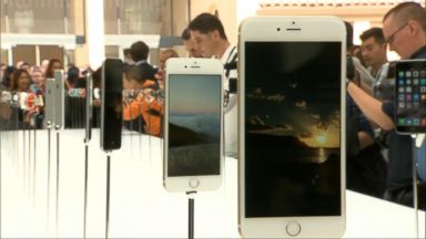 'VIDEO: Apple drops the price on replacement iPhone batteries immediately' from the web at 'http://a.abcnews.com/images/WNT/171230_wn_index_16x9_384.jpg'