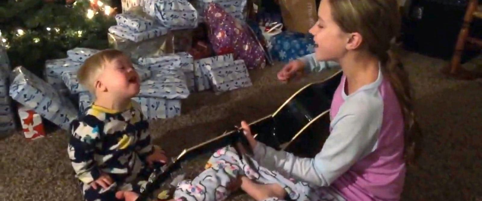 VIDEO: Toddler with Down syndrome sings with sister in video thanks to music therapy