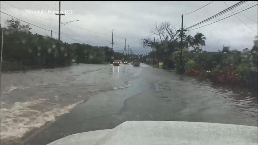 Torrential rains spark flash -flood  watches throughout Hawaii