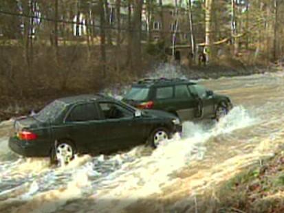 VIDEO: Burst water main floods D.C. road.