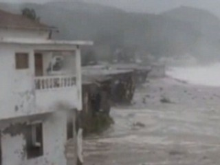 Watch: Hurricane Sandy Hits Jamaica on Path Toward Cuba, Florida