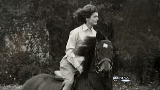 VIDEO: Caroline Kennedy shares her mothers special keepsakes and mementos.