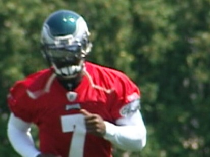 VIDEO: Michael Vick suits up for practice with the Philadelphia Eagles.