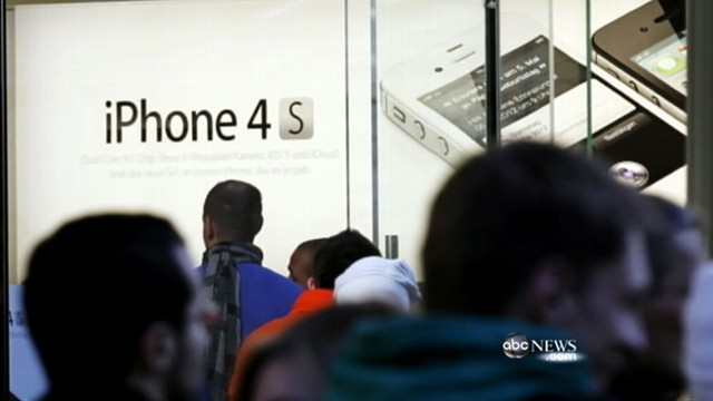 VIDEO: Thousands line up for latest Apple product following CEOs passing.