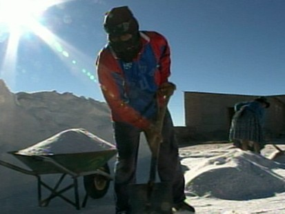 VIDEO: Lithium to for electric car batteries in Bolivia