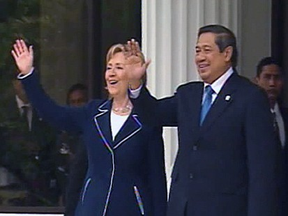 VIDEO: Clinton Reaches Out to Jakarta Youth