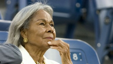 VIDEO:Rachel Robinson talks the legacy of number 42 and the strength he found to keep playing baseball.