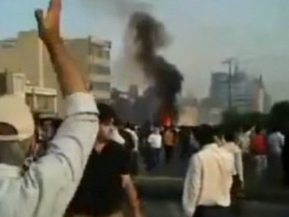 VIDEO: Police push back protestors in Iran