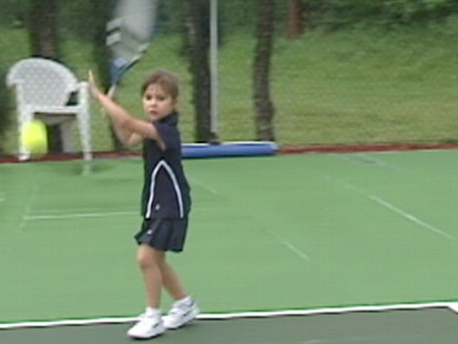 "VIDEO: Could 4-year-old Mia ""Kangaroo"" Lines be the next big tennis star?"