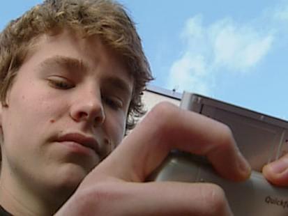 VIDEO: A boy texting