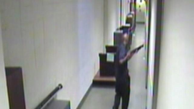 VIDEO: Aaron Alexis marched through the Navy Yard going door to door with a sawed-off shotgun in his hand.