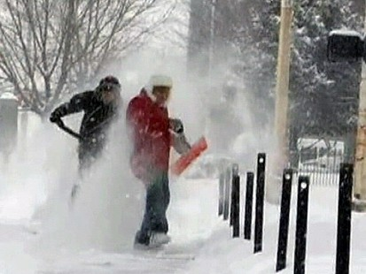 VIDEO: Massive Winter Storm Blankets Heartland