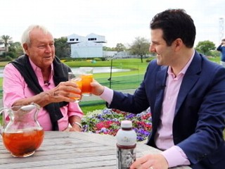 Watch: Arnold Palmer Mixes Up an Arnold Palmer