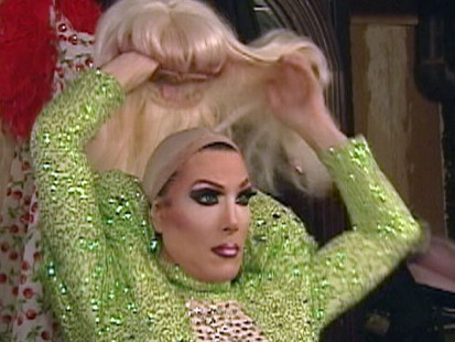 VIDEO: Cameras capture customers reactions when a waiter refuses to serve drag queens.