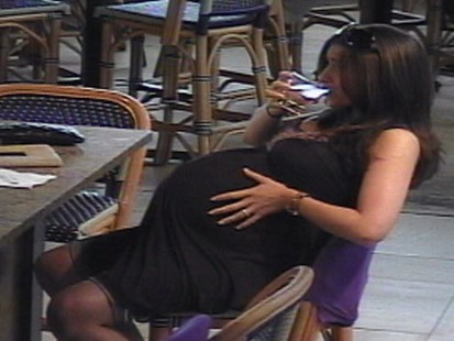 VIDEO: Pregnant Woman Drinks at a Bar