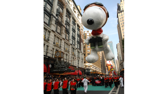 ht flying ace snoopy 2006 2011 nt 131112 wmain Snoopy Gets a Face Lift in Macys Thanksgiving Parade
