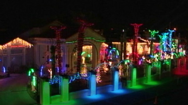 20 Secrets Behind Unbelievable Christmas Lights Displays