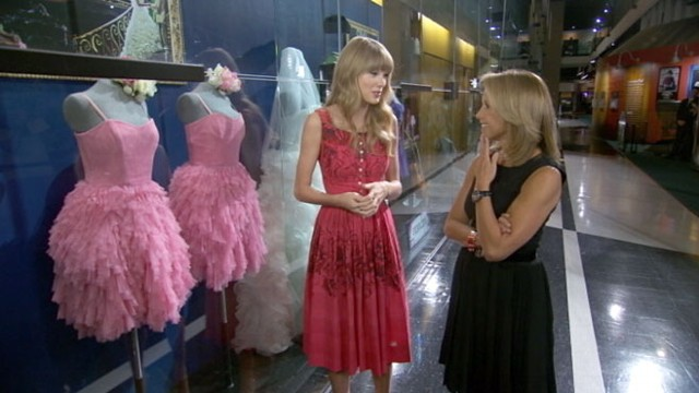 What to Wear When 'Stealing a Groom': Taylor Swift's Tour ...