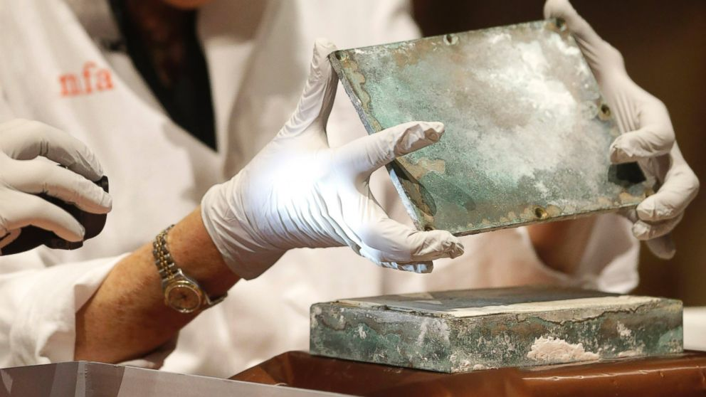 Oldest Us Time Capsule Opened Abc News
