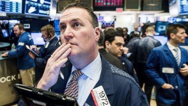 Dow rallies back, ends trading day sharply higher