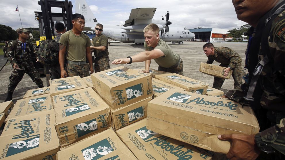 PHOTO: Philippine and U.S. military personnel load relief supplies onto a C-130 plane for victims of Typhoon Haiyan at Villamor Air Base in Manila, Philippines, Nov. 11, 2013.
