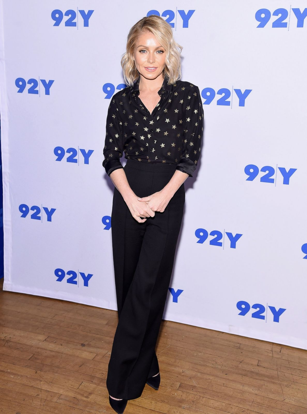 Kelly Ripa Makes A Starry Red Carpet Appearance In