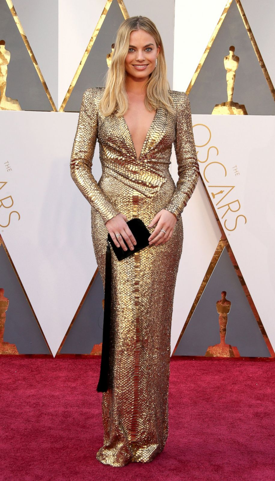 Margot Robbie in Tom Ford Picture | Best Oscar dresses ...