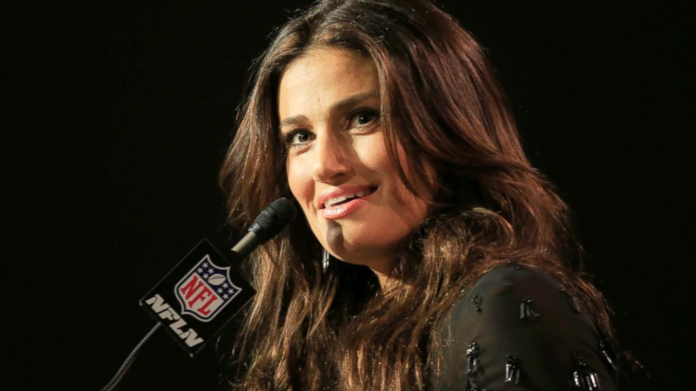 Idina Menzel Dyes Her Hair Blond, Looks Like Elsa From ...