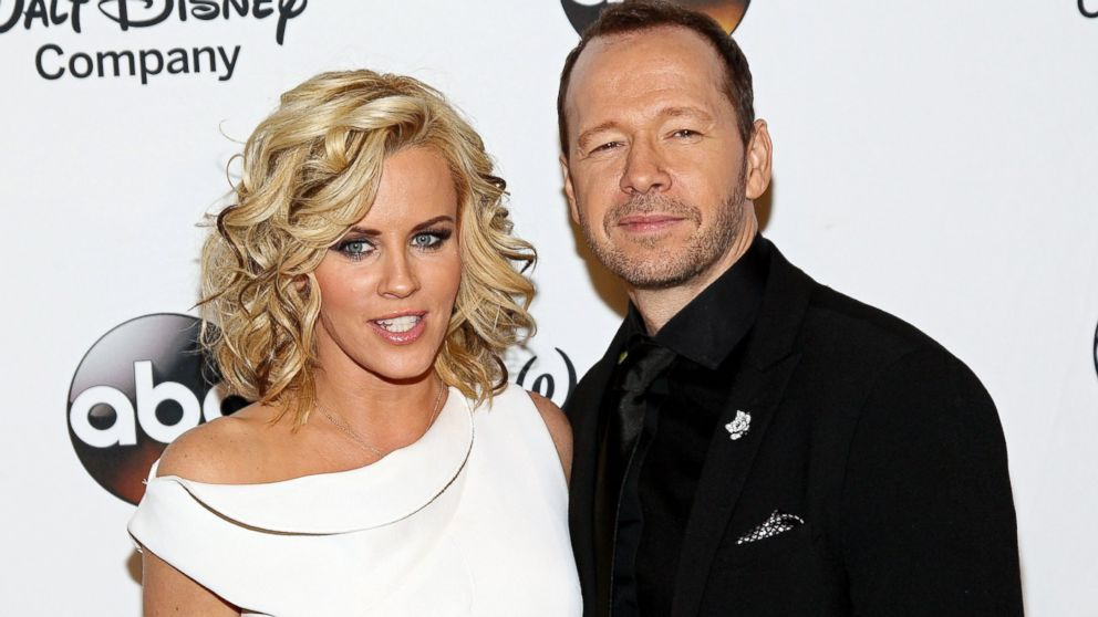 See Jenny McCarthy and Donnie Wahlberg Kiss at Their Wedding