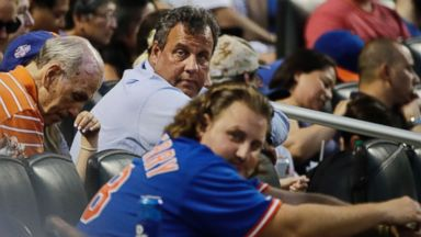 Chris Christie heckled after catching foul ball at Mets game