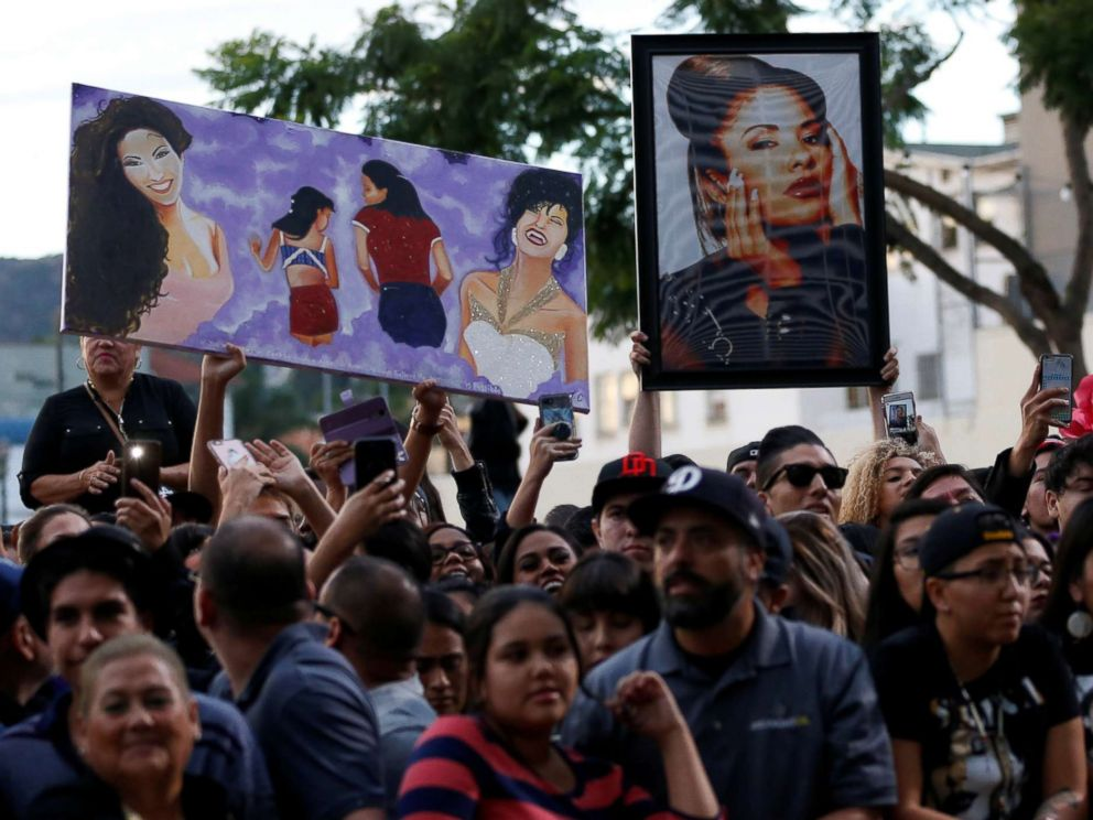 PHOTO: Fans wait at the unveiling of the star of late singer Selena Quintanilla-Perez on the Hollywood Walk of Fame in Los Angeles, Nov. 3, 2017.