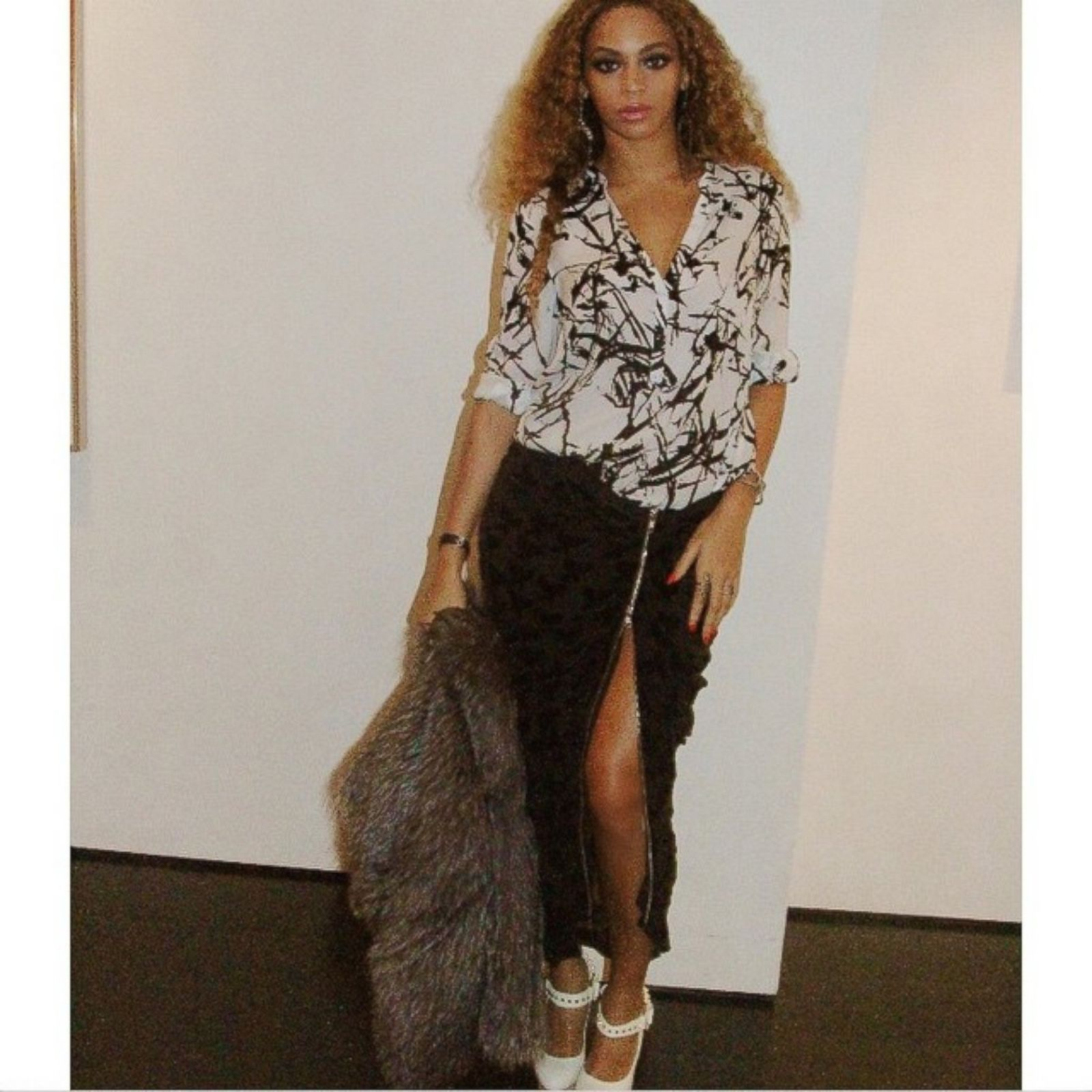 Beyonce Rocks A Skirt With A Seriously High Slit Picture
