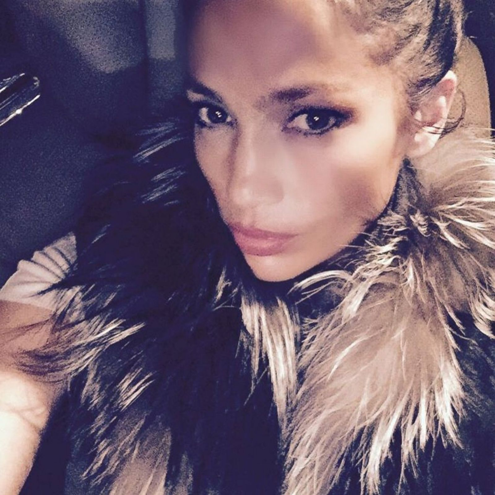 Jennifer Lopez Shares a Sultry Selfie Picture ...