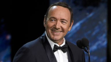 'House of Cards' extends production hiatus amid investigation into Kevin Spacey sexual misconduct claims