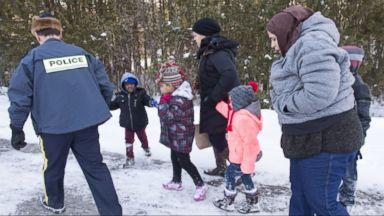Canadian police intercept 22 people on border overnight