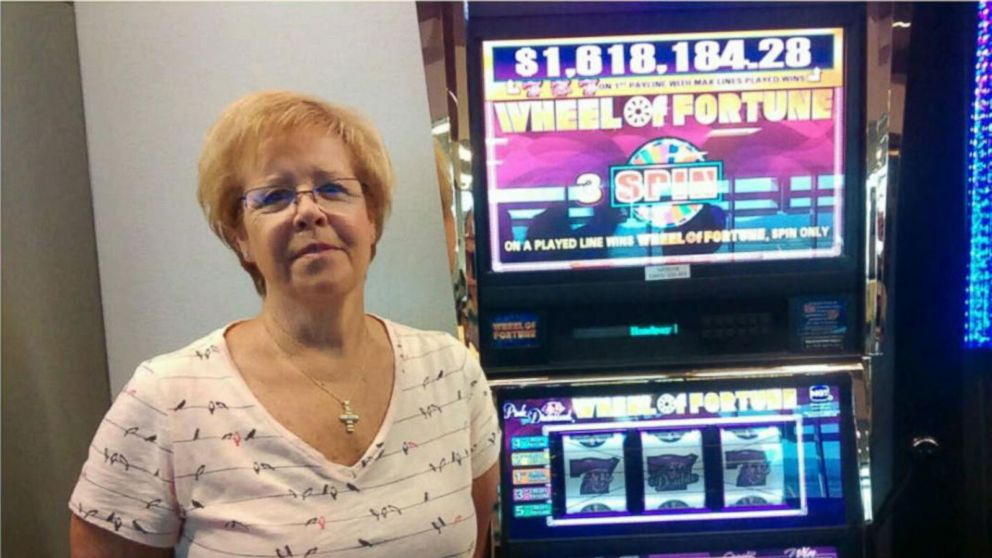 Woman Wins 1 6 Million On Vegas Airport Slot Machine