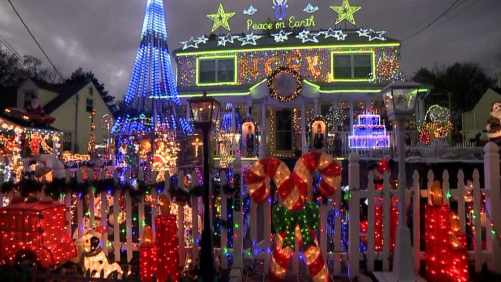 Family S Massive Christmas Lights Display Courts