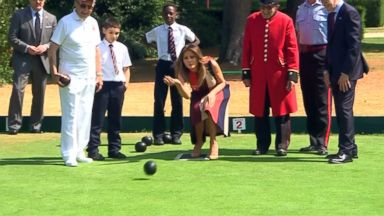 Melania Trump tries her hand at lawn bowling