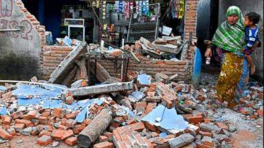 Earthquake kills more than 90 people in Indonesia