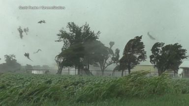 Thunderstorms, tornadoes sweep through the heartland